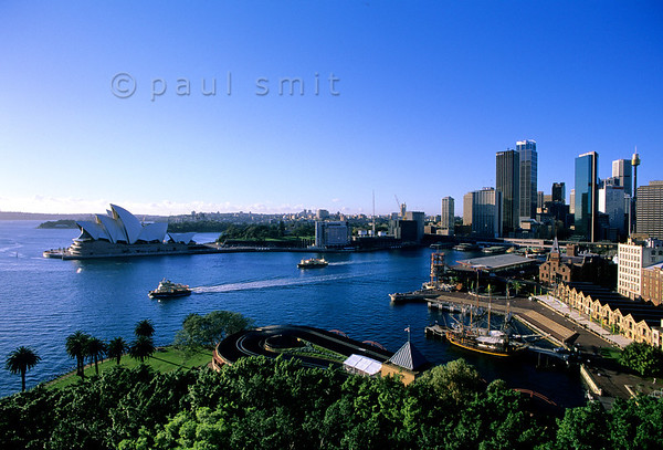 [AUSTRALIA.SYDNEY 9918] 'Sydney.'  Sydney, with its Opera House as world famous icon, is a very livable city. And great for eating out, since all cultures are present. One of the neighbourhoods where life is good is The Rocks, at right on the foreground. Photo Paul Smit.