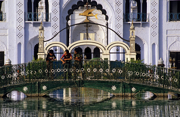 [INDIA.UTARPRADESH 27185] 'Pondin Lucknow'  	Three Indian boys on a pond bridge in the grounds of the Hussainabad Imambara in Lucknow. The complex was built in 1837 by Muhammad Ali Shah and contains his mausoleum. Photo Paul Smit.