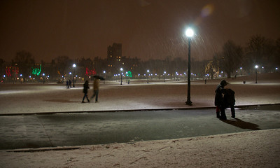 122912, Boston, MA - Snow blankets Boston Common Saturday night. Herald photo by Ryan Hutton