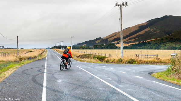 20210206 Fred Hutchings south of Featherston on Aotearoa Cycle Challenge -_MG_0596