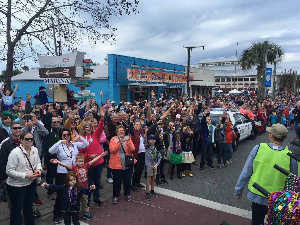 Crowd accepts beads in St Andrews Florida