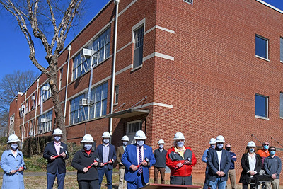Davidson Town Board Members, Mayor, Historic Landmarks Commission staff, and lead contractor representatives.