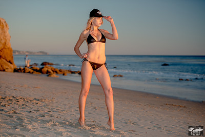 Nikon D800 Photos of Pretty Swimsuit Bikini Model @ Sunset!