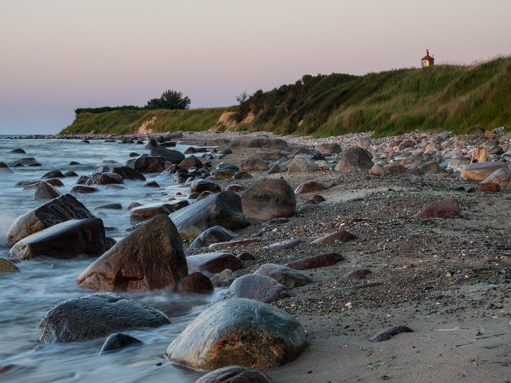 Steilküste und Leuchtturm Staberhuk