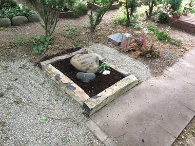 urnengrabanlage basalteinfassung