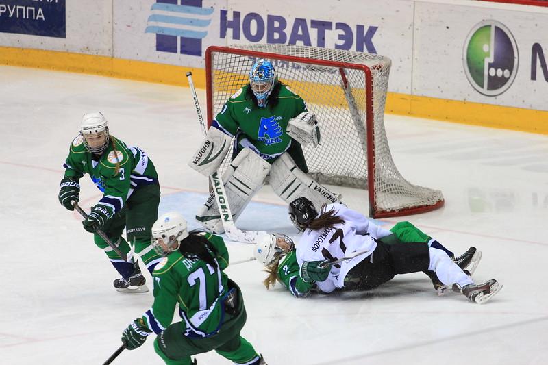 Челябинская женская команда Факел проиграла в матче чемпионата России уфимской Агидель со счетом 4:6