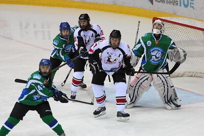Челябинская команда женской хоккейной лиги Белые медведицы одержали победу над командой Арктик-Университет из Ухты со счётом 4:1 на домашнем льду.