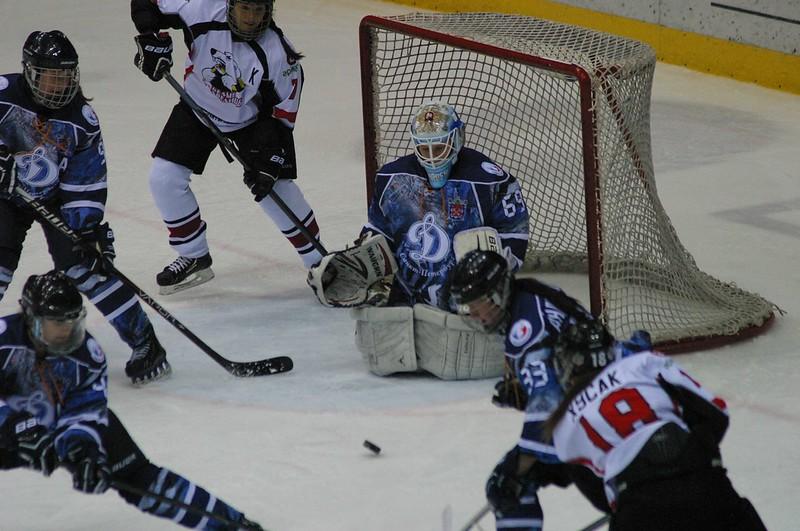 Челябинская женская команда Белые медведицы уступила в повторном матче Динамо из Санкт-Петербурга со счётом 1:4.
