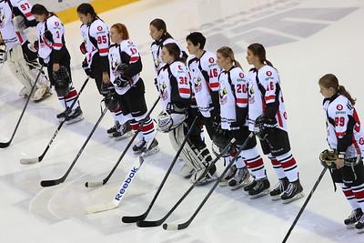 Челябинская команда женской хоккейной лиги Белые медведицы уступила на своем льду команде Арктик-Университет из Ухты со счётом 2:4.