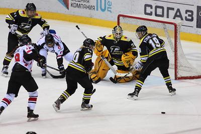 Челябинская команда женской хоккейной лиги Белые медведицы уступила на домашнем льду одному из лидеров чемпионата России со счётом 3:5.