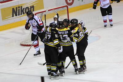 Челябинская команда женской хоккейной лиги Белые медведицы потерпела поражение в метче против подмосковного Торнадо с крупным счётом 2:11.