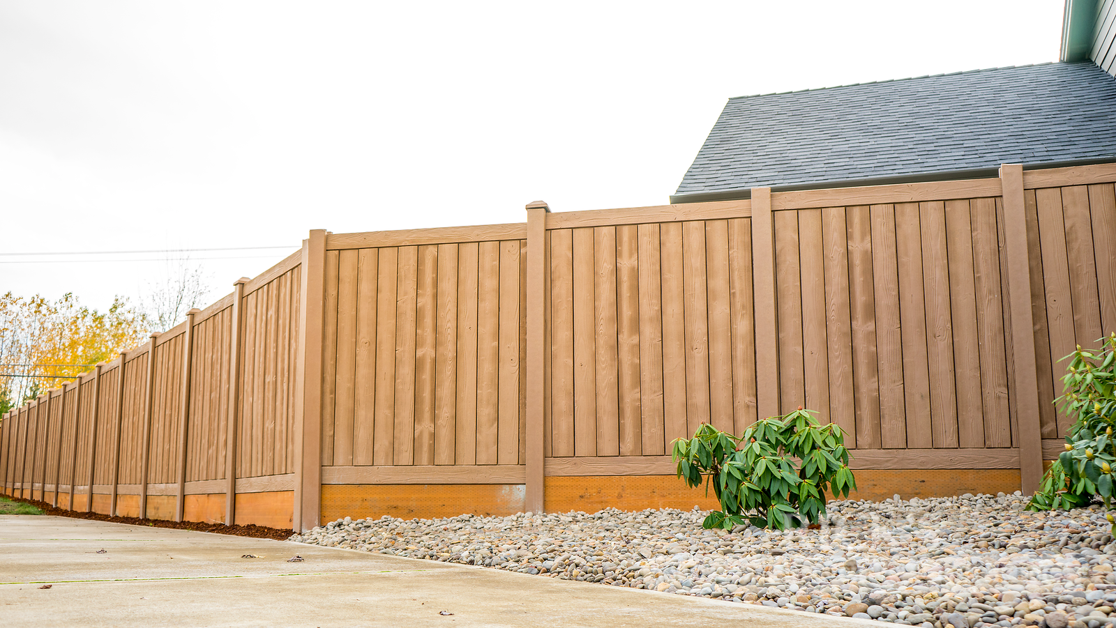 4011 - Sherwood Simulated Wood Panel Fencing