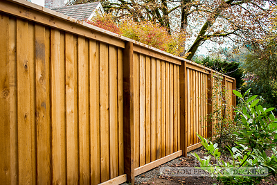 2201 - Cedar Picture Frame Overlapped Fencing