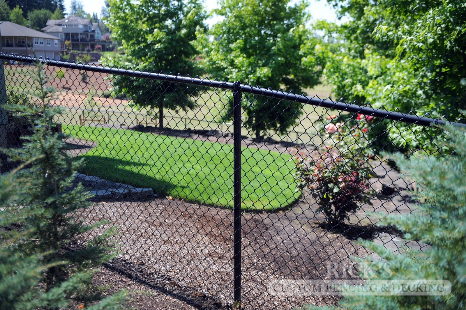 4132 - Black Chain Link Fencing