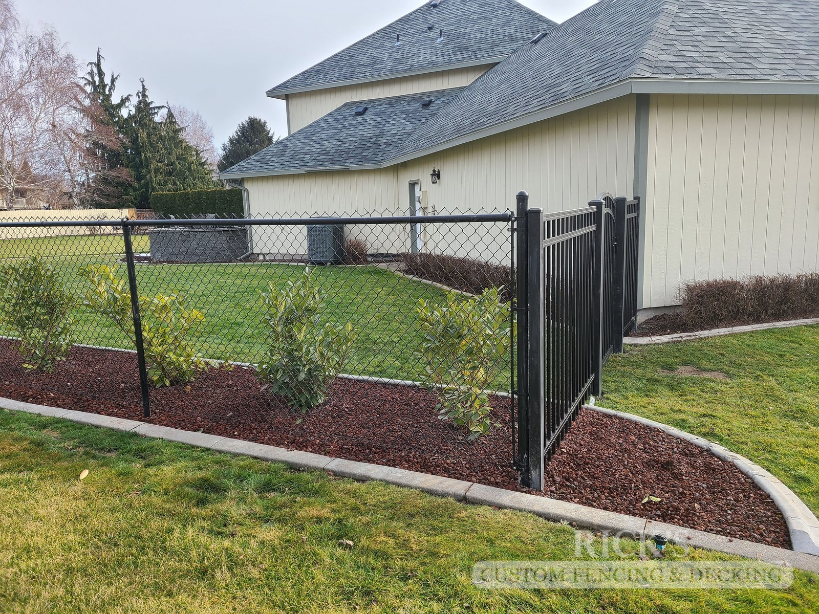 4144 - Black Chain Link Fencing