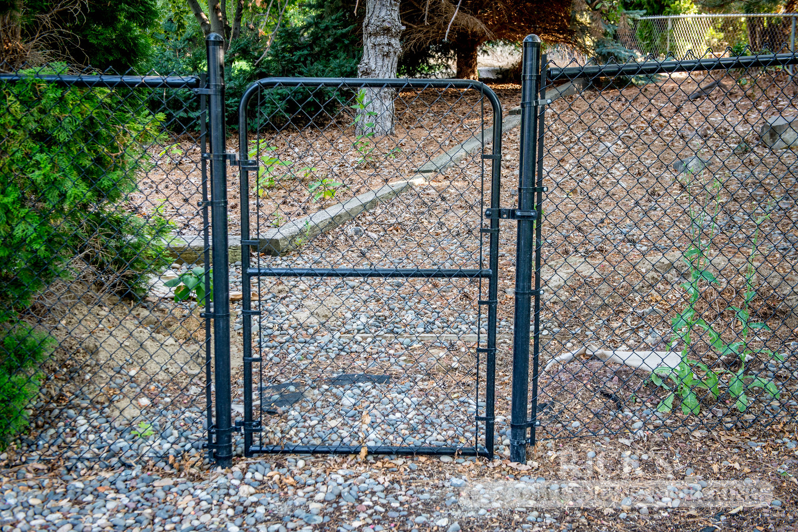 4108 - Black Chain Link Fencing