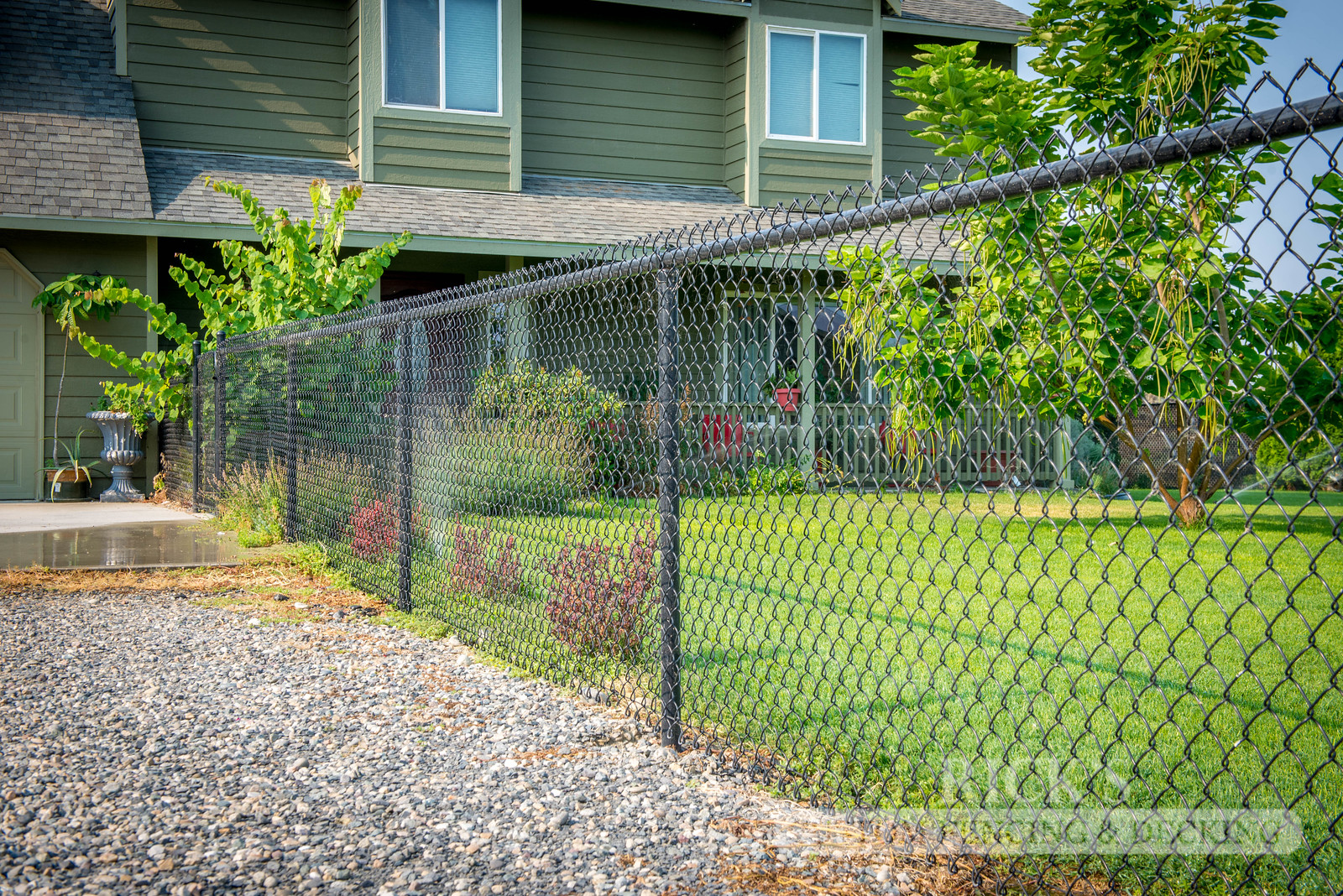 4106 - Black Chain Link Fencing
