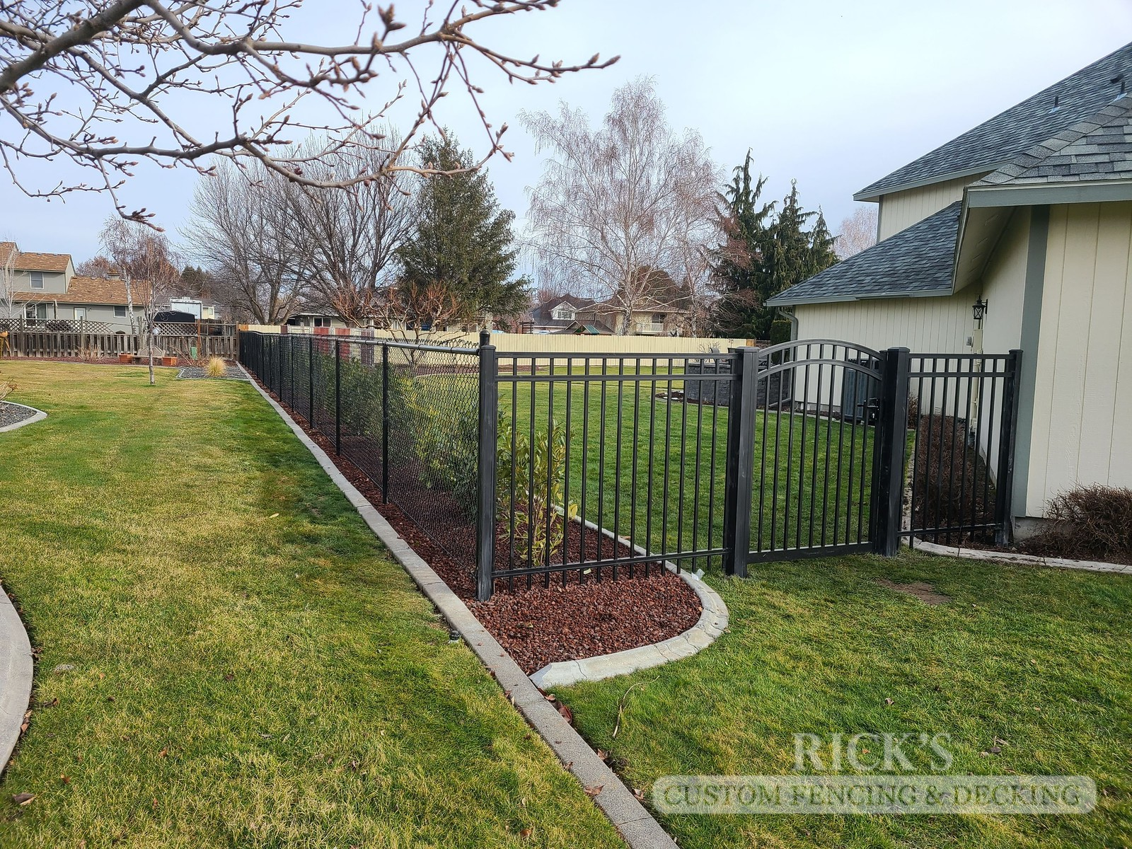 4145 - Black Chain Link Fencing