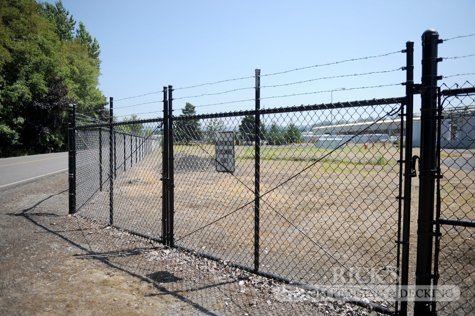 4136 - Black Chain Link Fencing