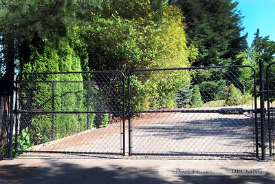 4142 - Black Chain Link Fencing