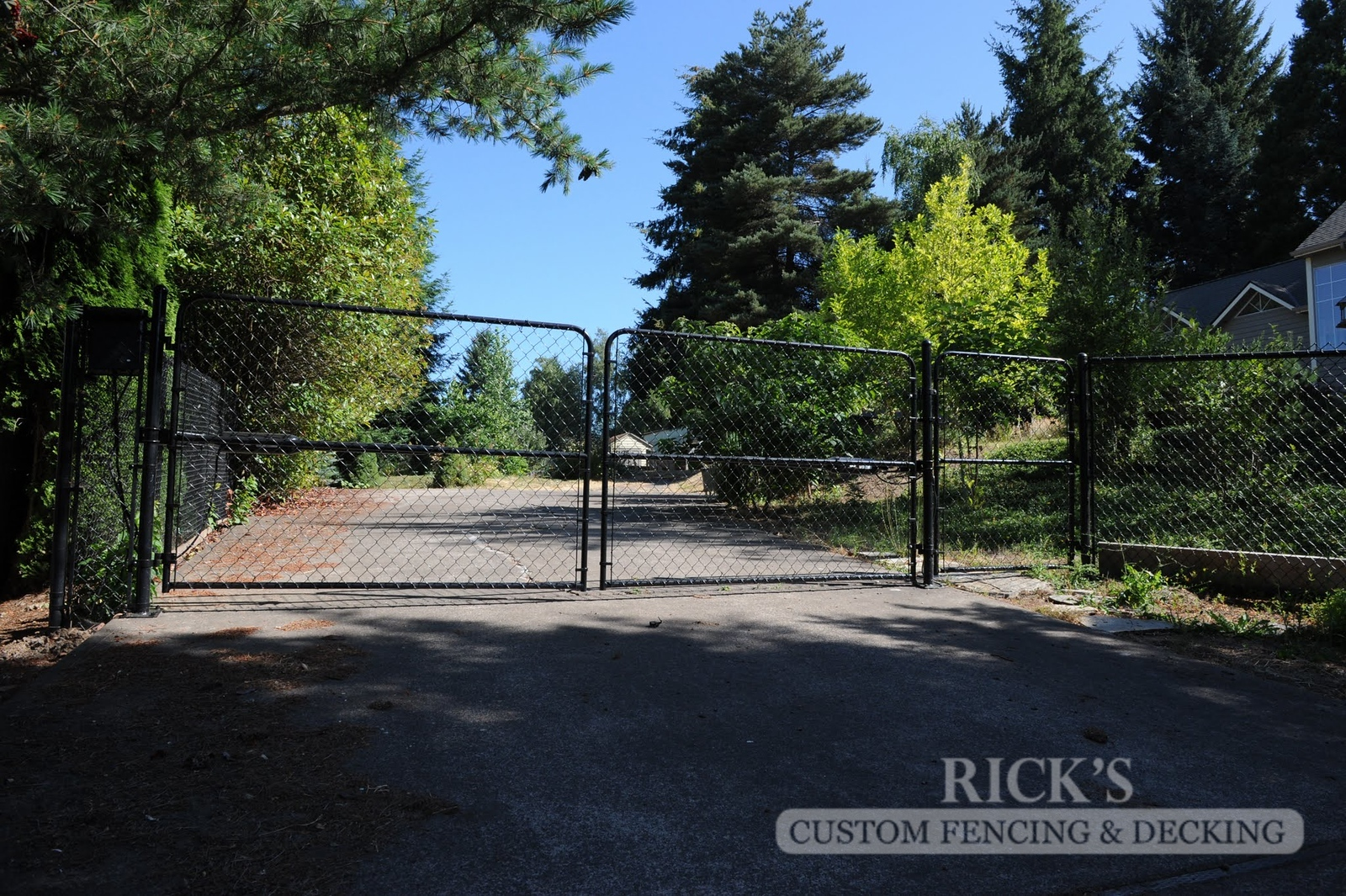 4143 - Black Chain Link Fencing
