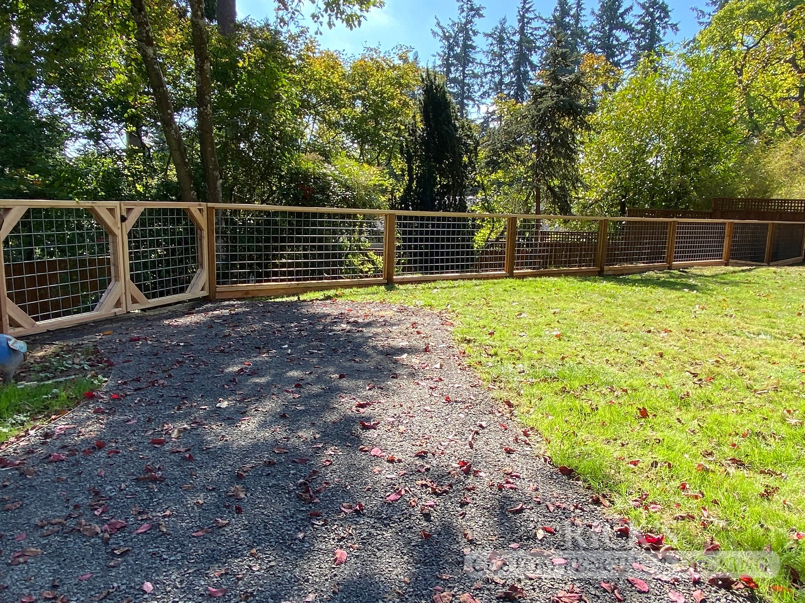 2453 - Custom Hog-Wire Cedar Fencing