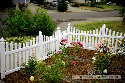 3423 - Scalloped Vinyl Picket Fencing