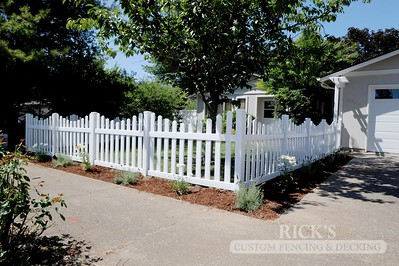 3424 - Scalloped Vinyl Picket Fencing