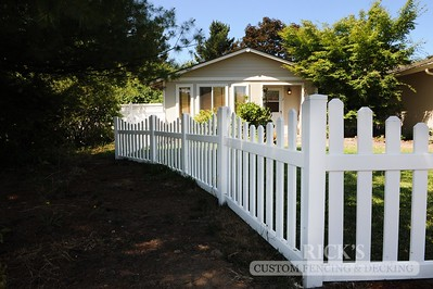 3425 - Scalloped Vinyl Picket Fencing