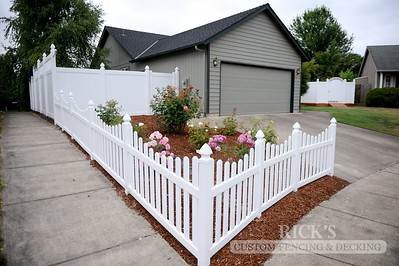 3422 - Scalloped Vinyl Picket Fencing