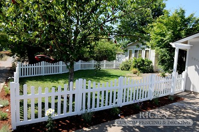 Scalloped Vinyl Picket Fencing
