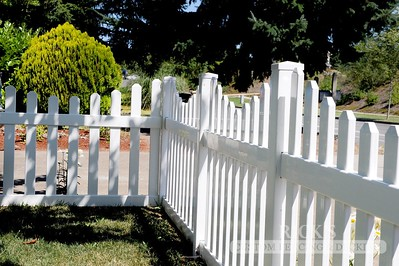 3427 - Scalloped Vinyl Picket Fencing