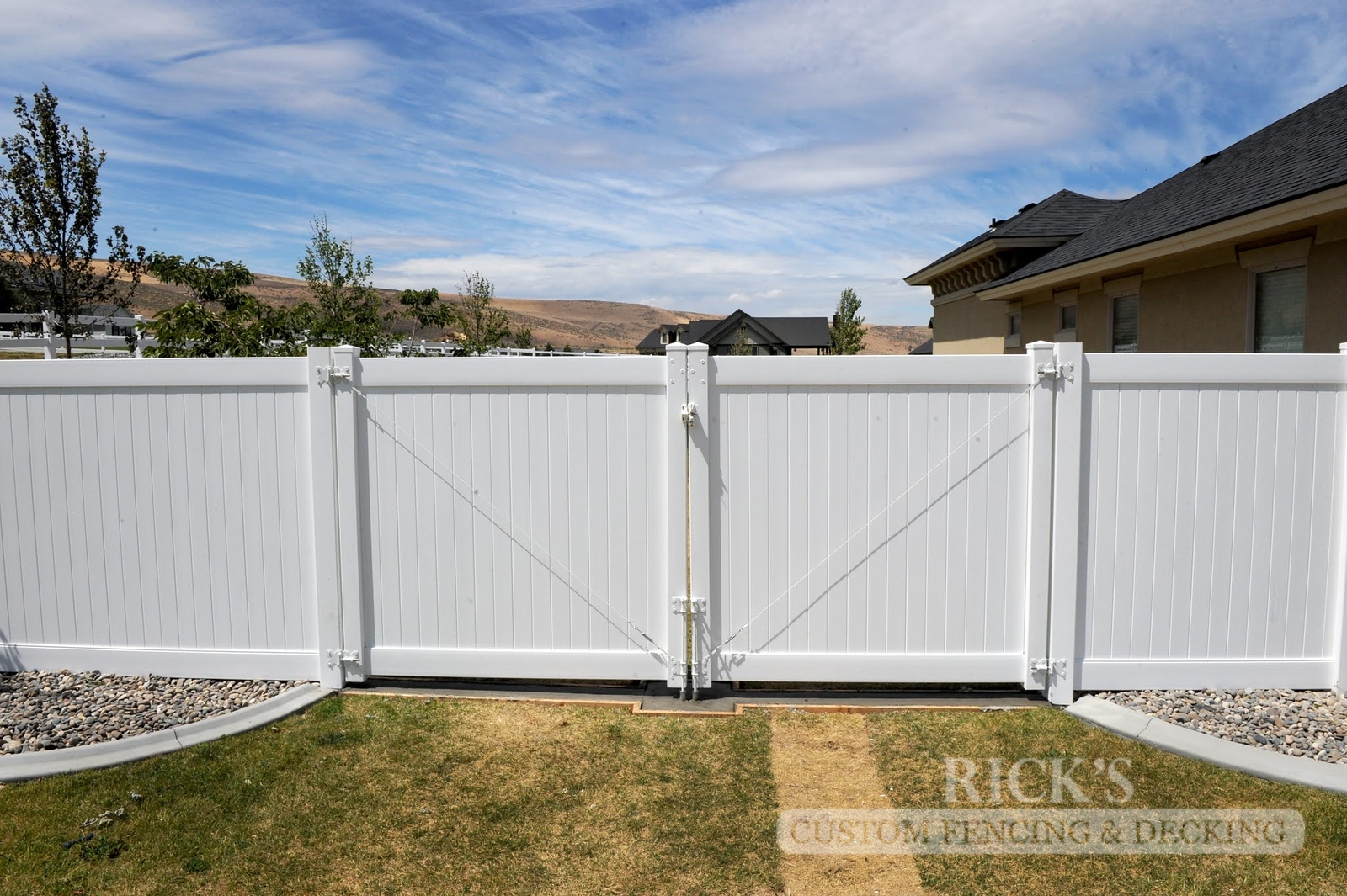 3002 - Vinyl Privacy Fencing