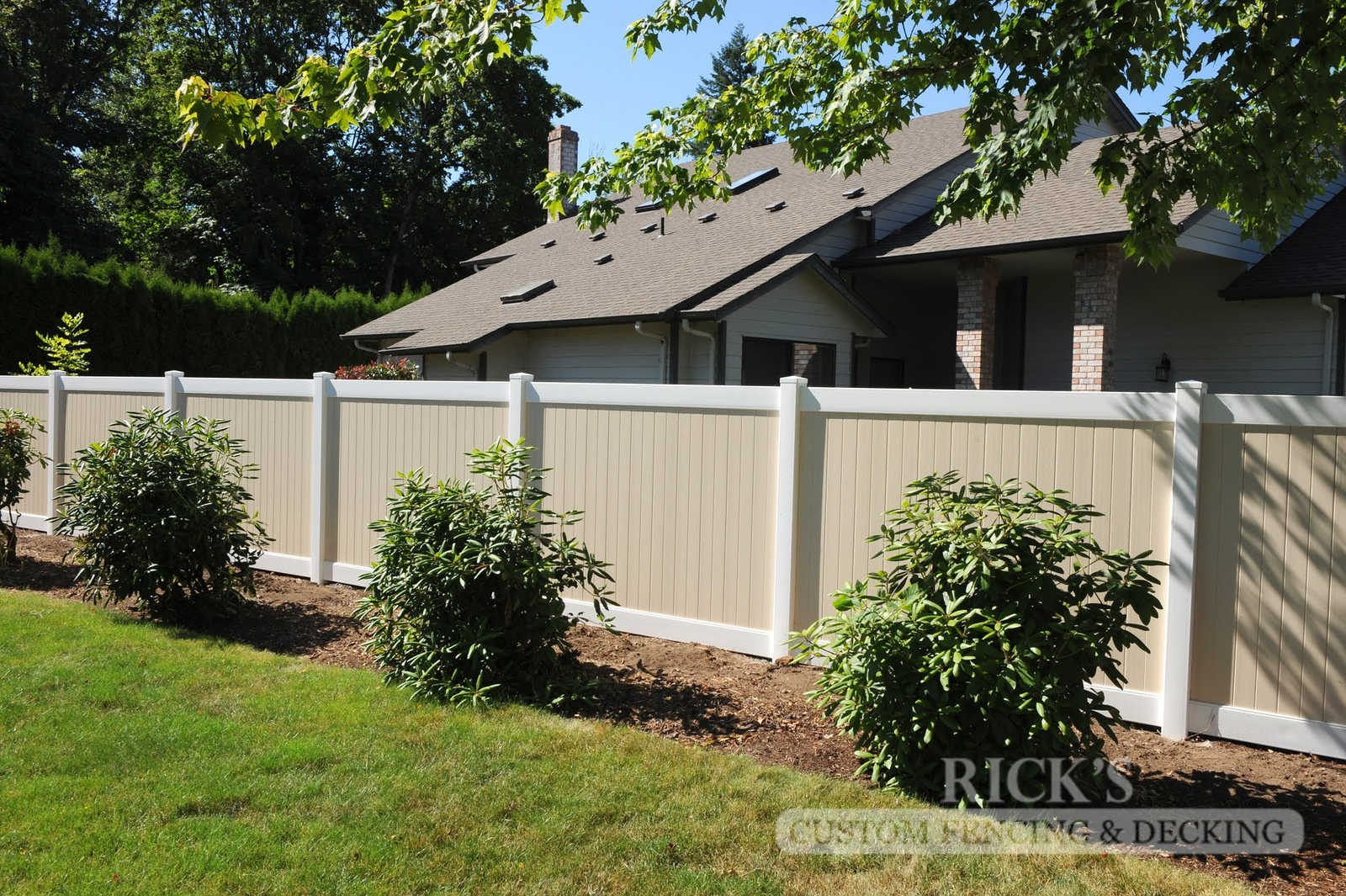 3024 - Vinyl Privacy Fencing