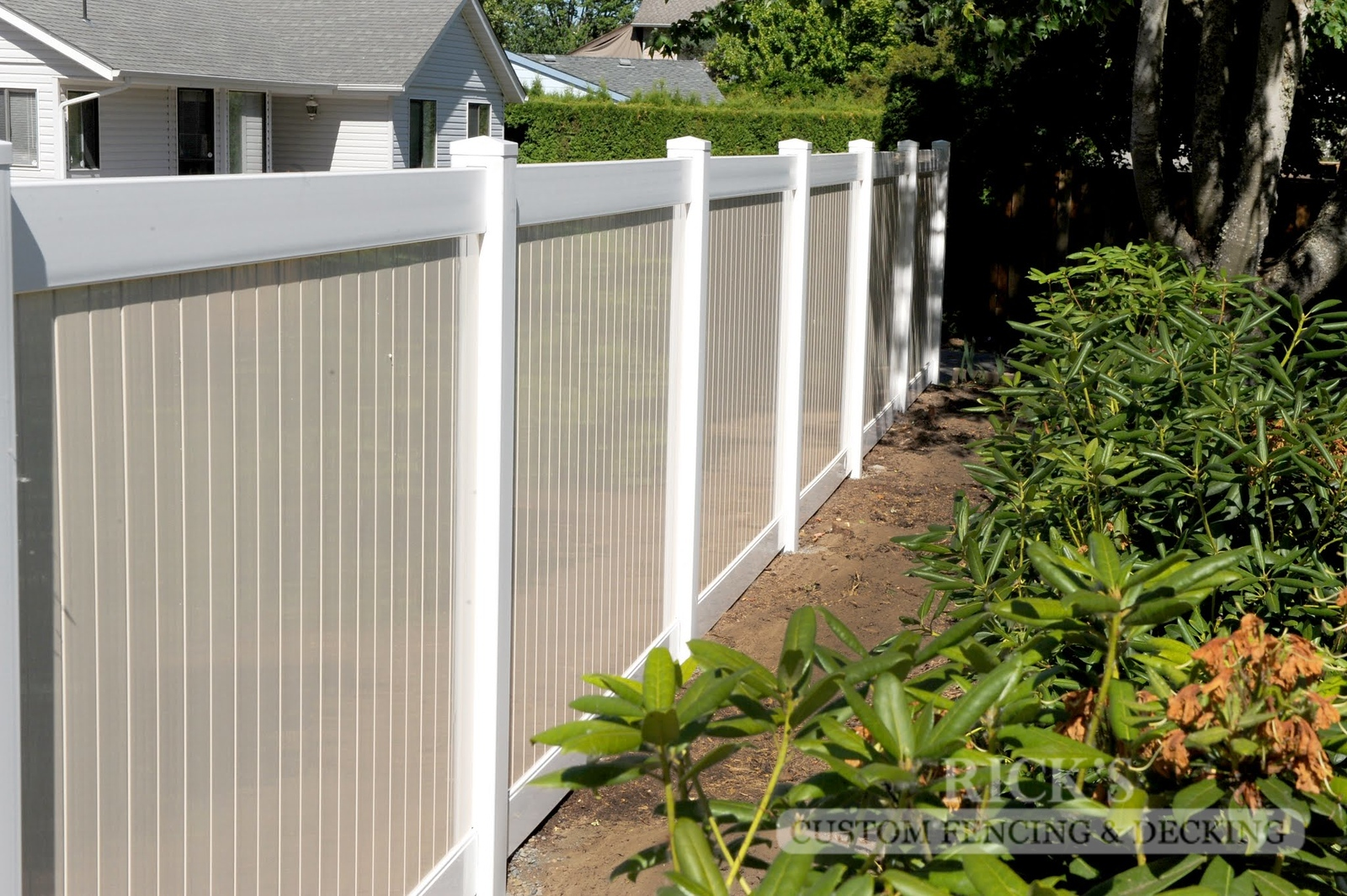 3025 - Vinyl Privacy Fencing