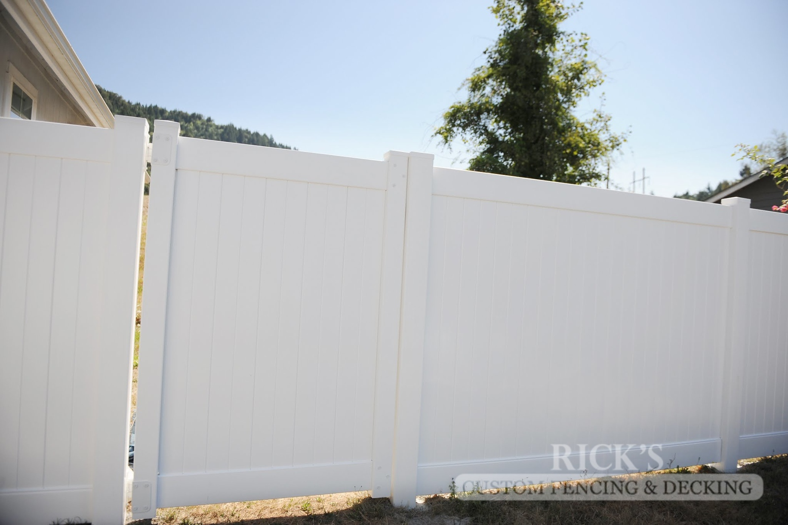 3010 - Vinyl Privacy Fencing