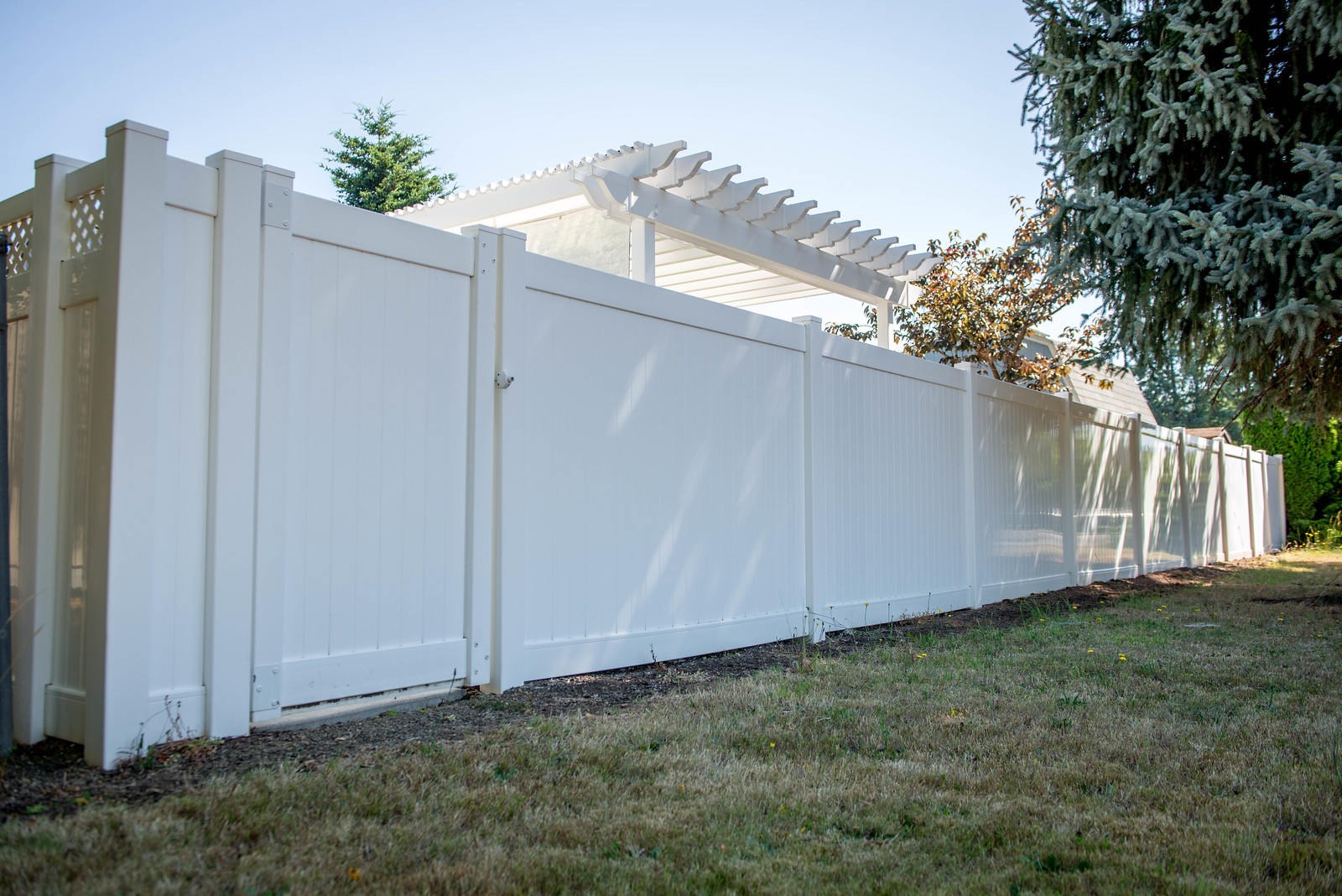 3012 - Vinyl Privacy Fencing
