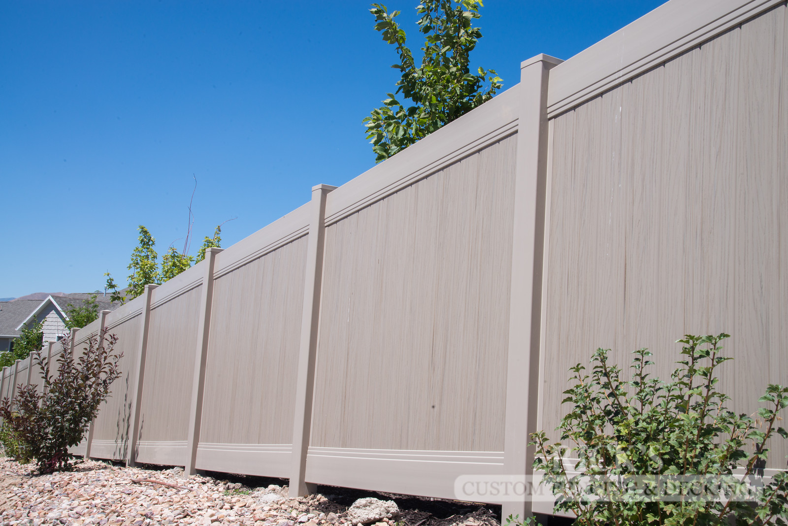 3036 - Vinyl Privacy Fencing