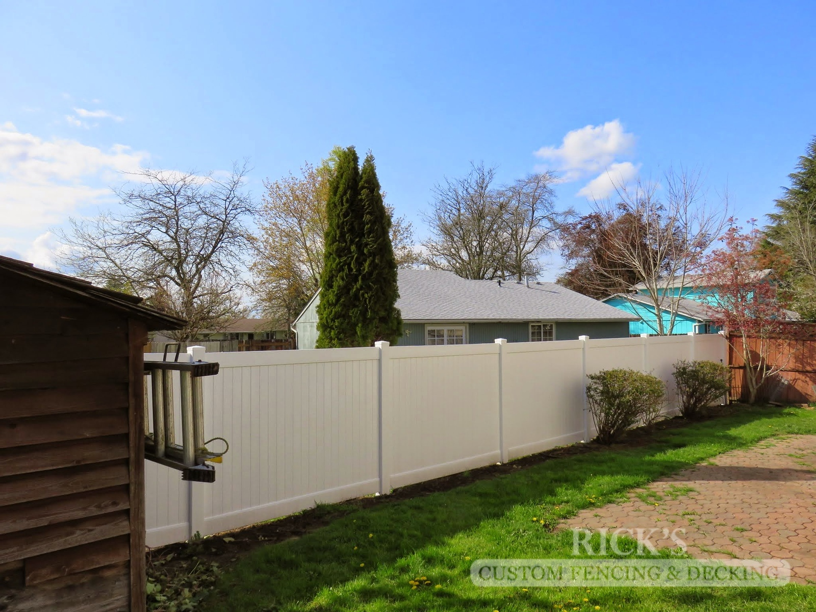 3014 - Vinyl Privacy Fencing