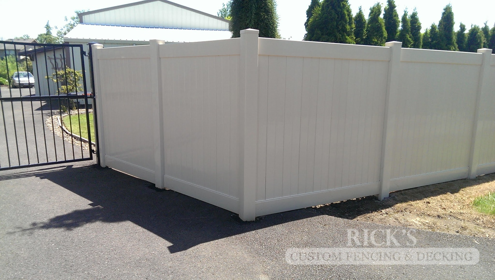 3021 - Vinyl Privacy Fencing