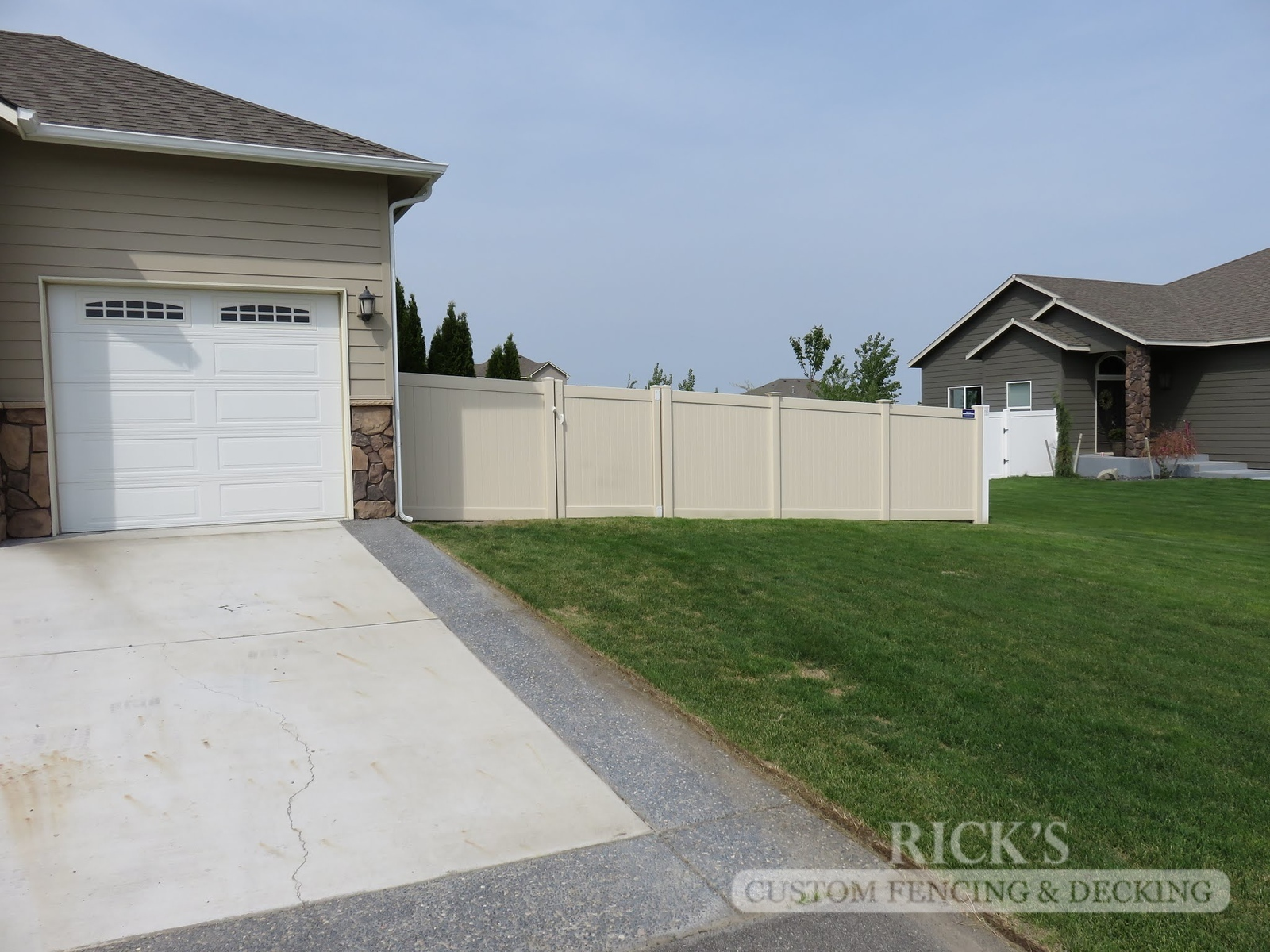 3015 - Vinyl Privacy Fencing