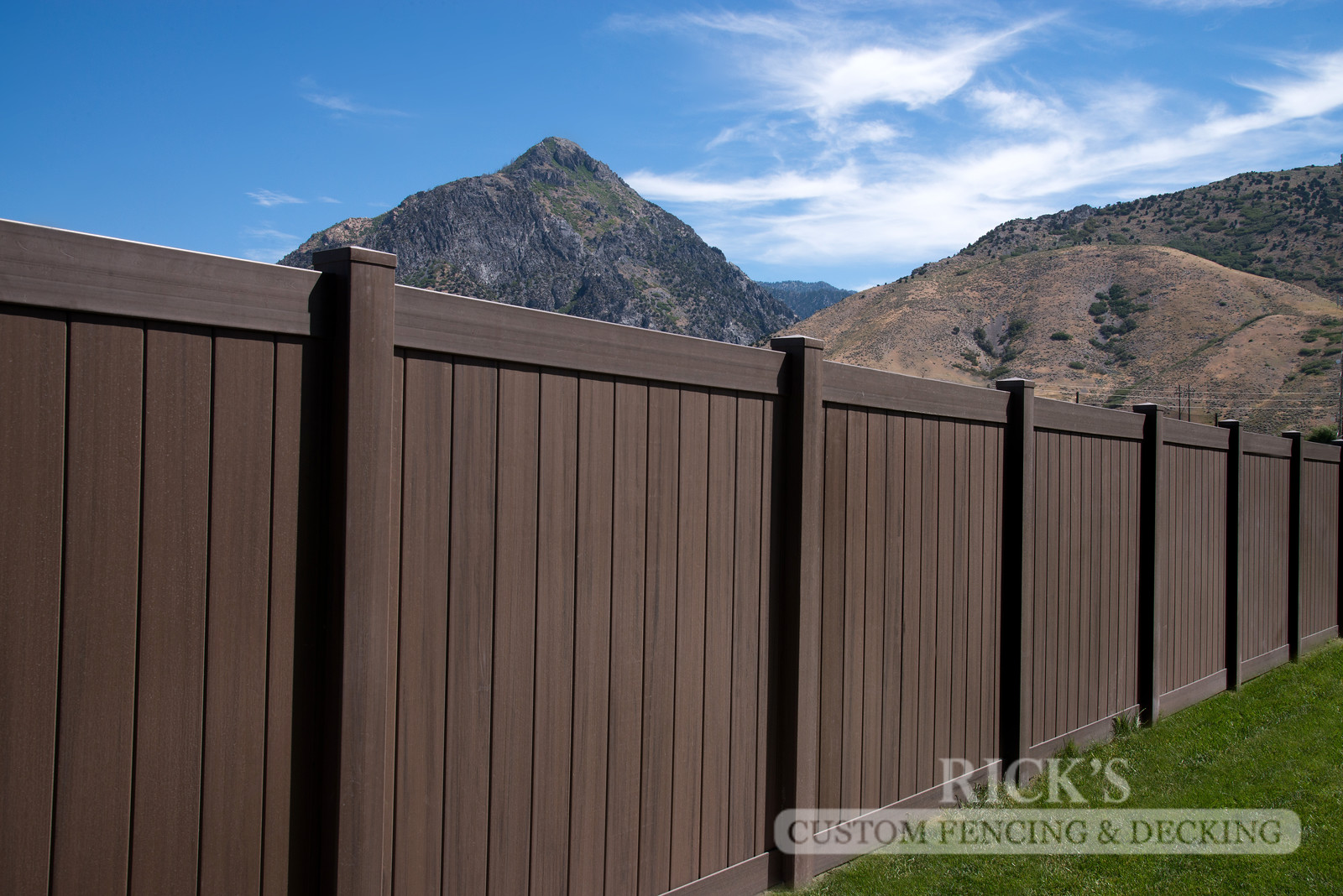 3031 - Vinyl Privacy Fencing