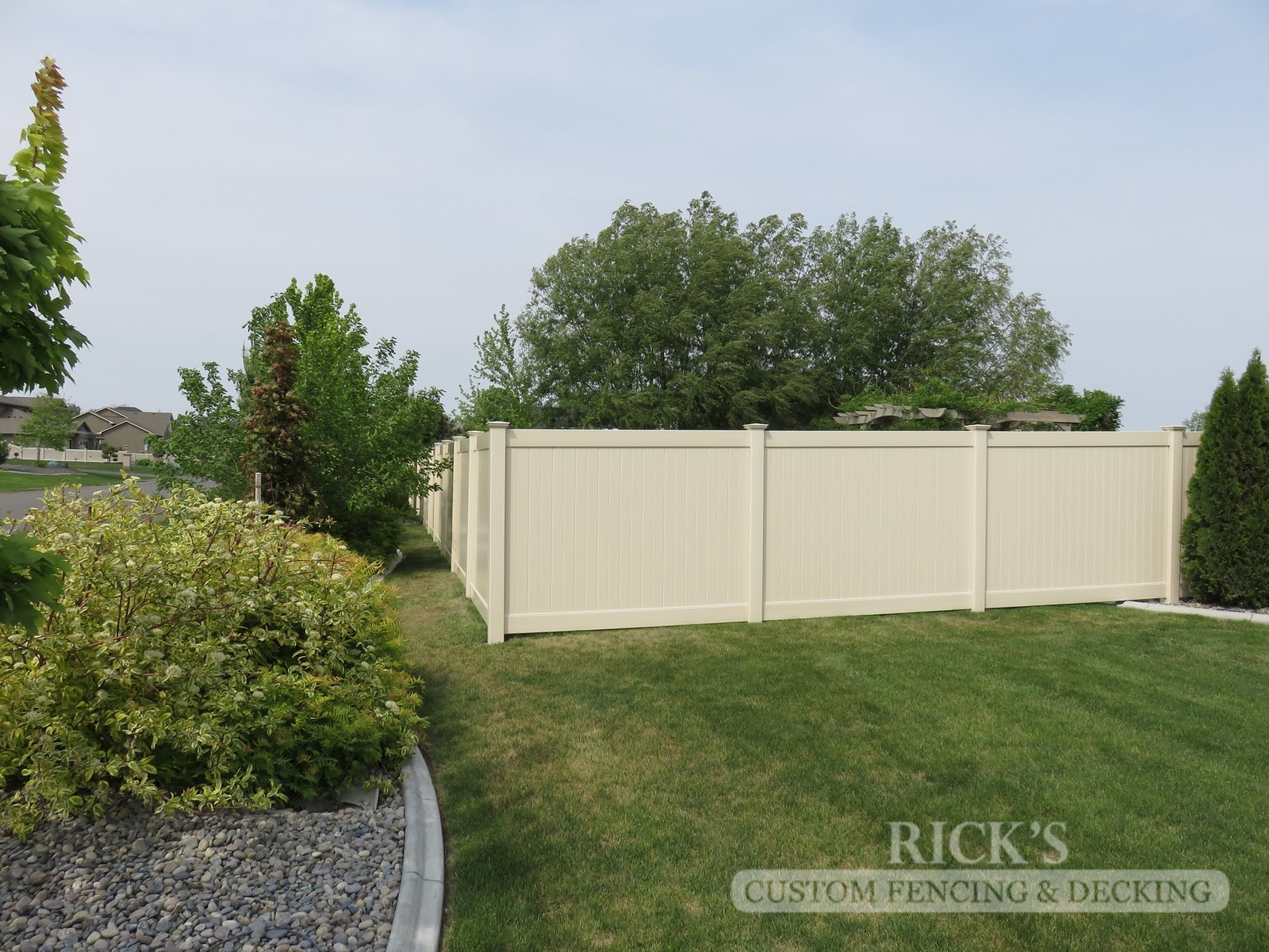 3017 - Vinyl Privacy Fencing