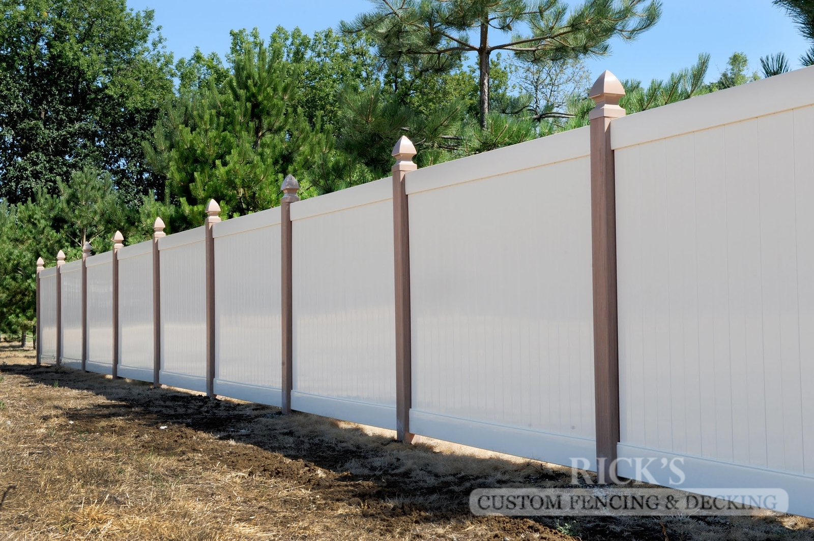3007 - Vinyl Privacy Fencing