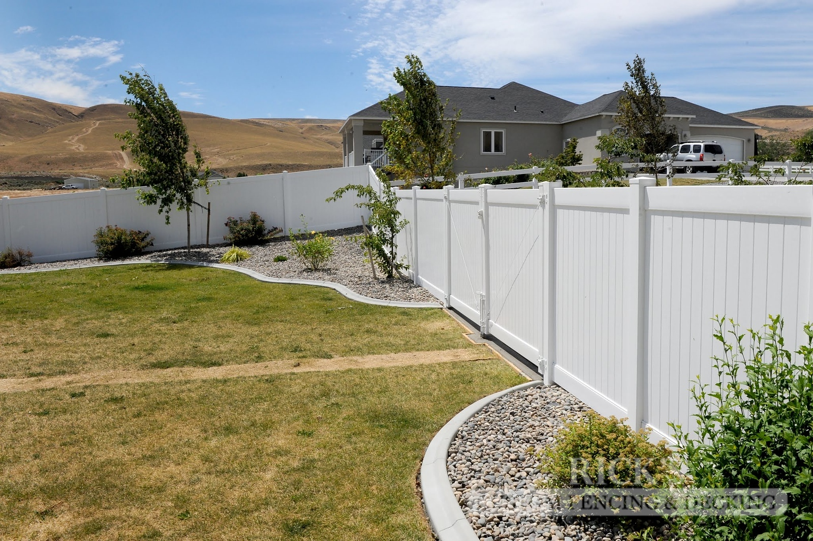 3001 - Vinyl Privacy Fencing