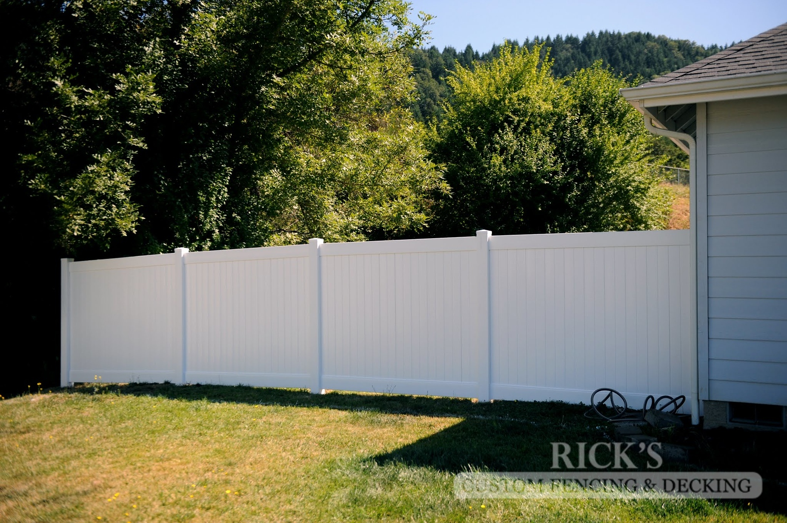 3009 - Vinyl Privacy Fencing