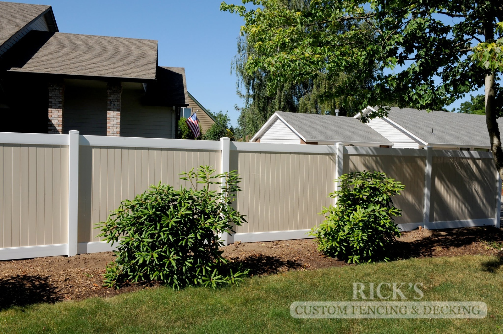 3022 - Vinyl Privacy Fencing