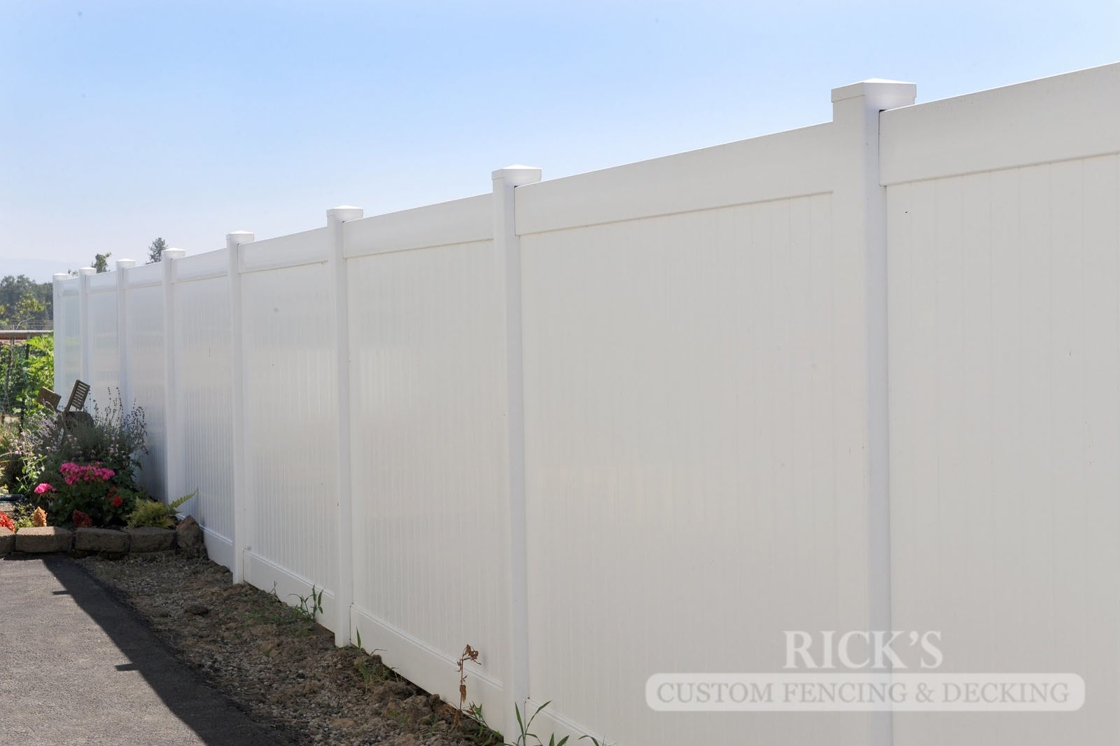 3011 - Vinyl Privacy Fencing