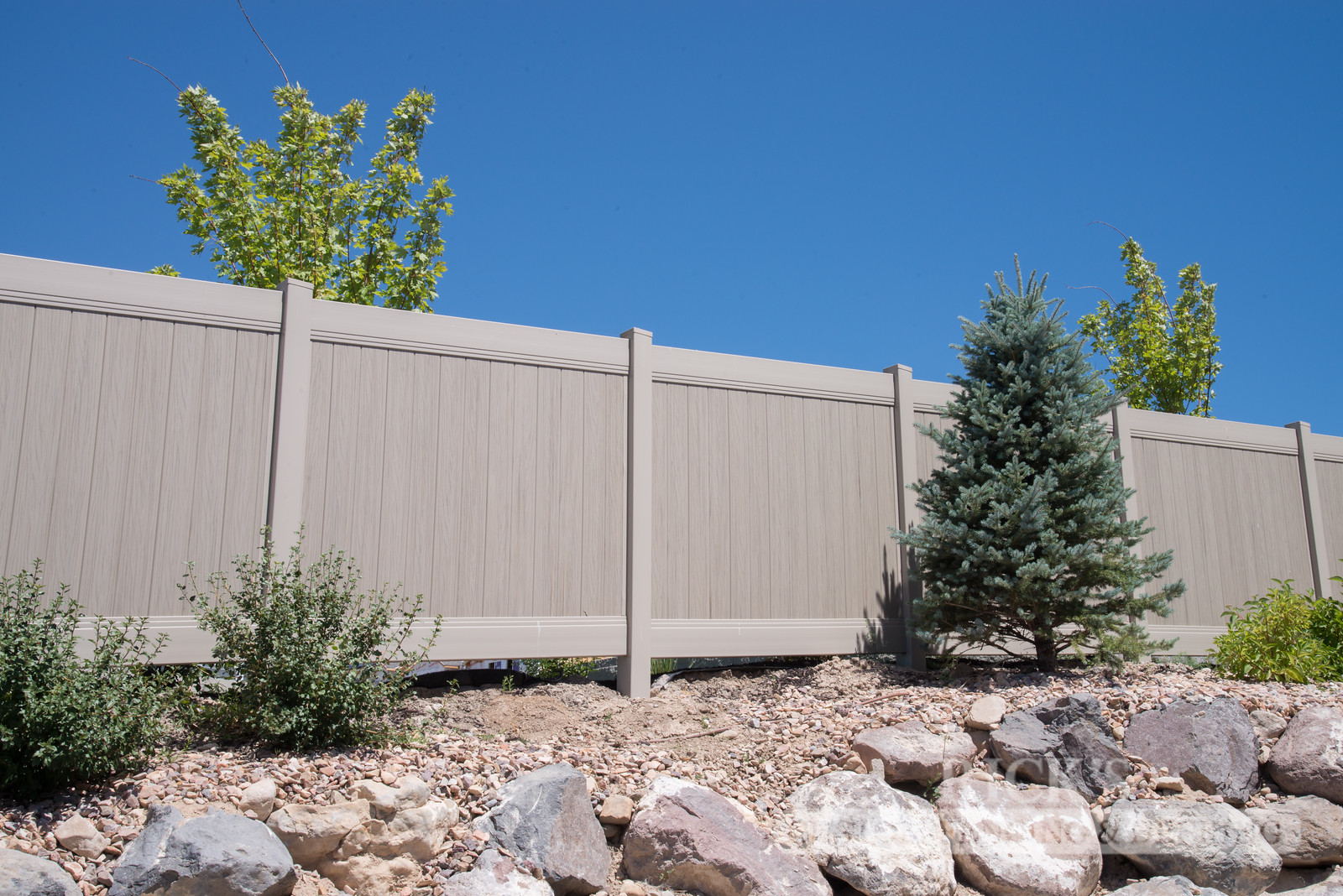 3034 - Vinyl Privacy Fencing