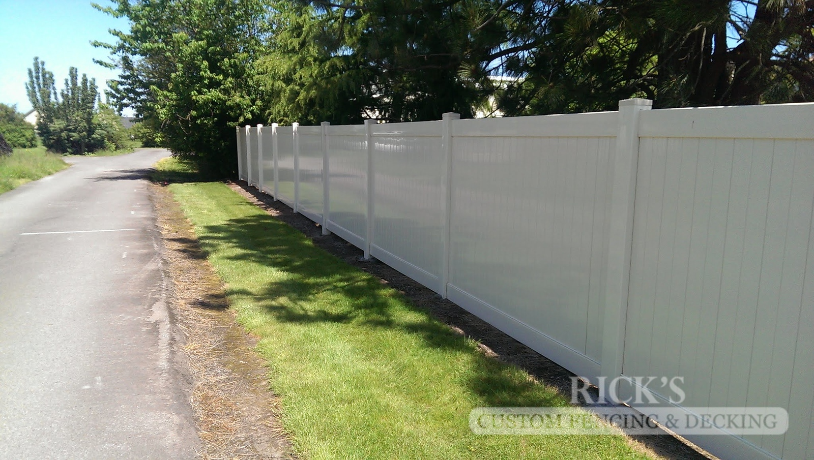 3020 - Vinyl Privacy Fencing